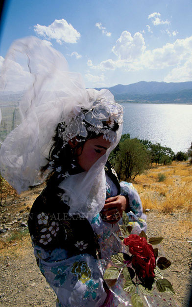A young Kurdish bride on Zarivar Lake